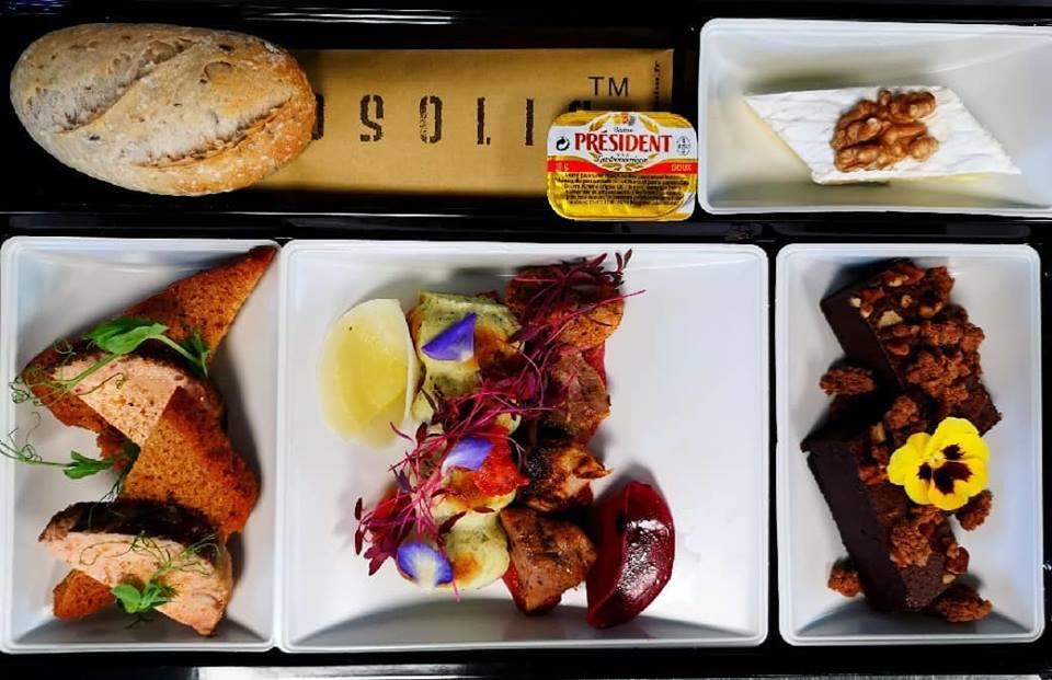 foie gras rôti et pain d'épices médaille d'or 2017 Caille marinés et tapenade framboise clafoutis de courgettes Brie de Meaux Brownie chocolat 64% & noix de pécan Pain céréales