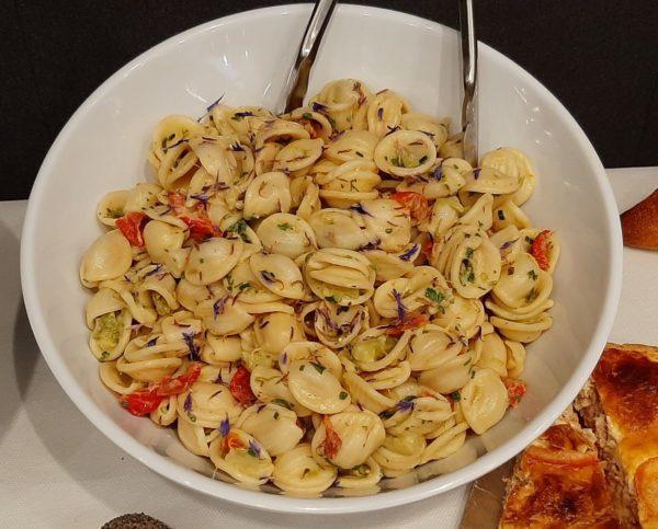Salade orecchiette, asperges, tomates confites, vinaigrette moutardée